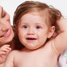 Bébé avec des poux