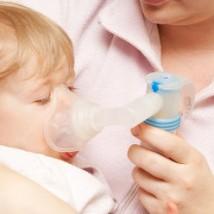 Bébé qui a une bronchite