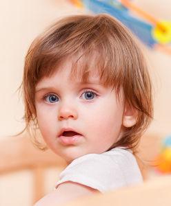 Petite fille en creche
