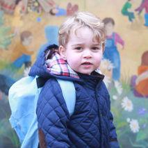 Le Prince George pose dans une crèche Montessori
