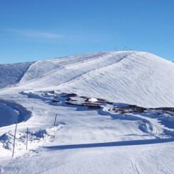 Piste de neige à la montagne