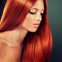 Femme avec des cheveux colorés