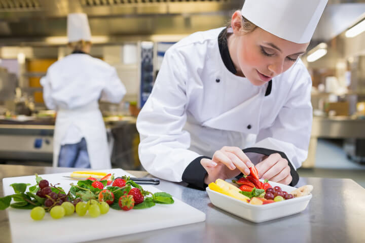6d9fa64c527 Quel est le rôle du commis dans une brigade de cuisine   - Centre ...