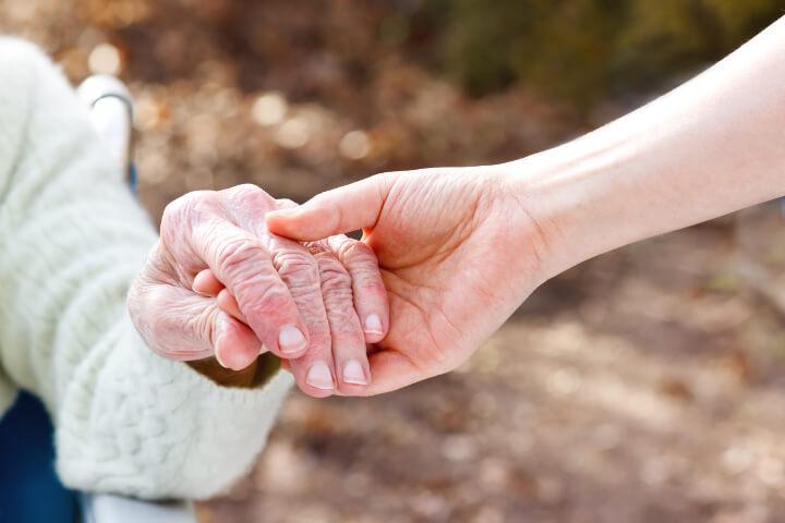 soin aux personnes âgées : auxiliaire de puériculture