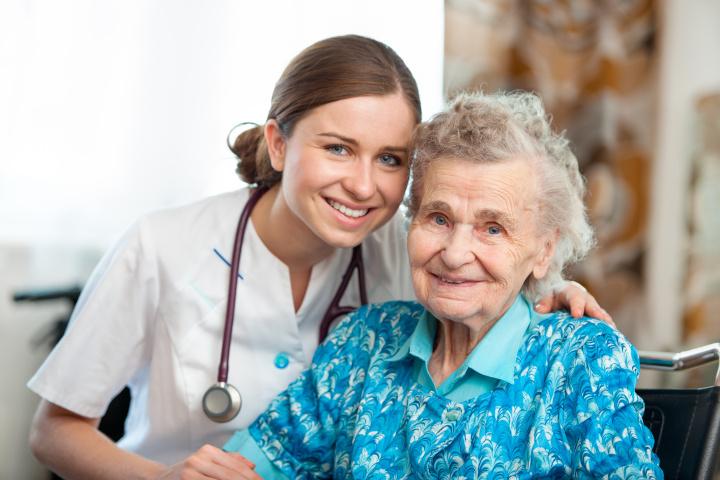 Devenir aide-soignant