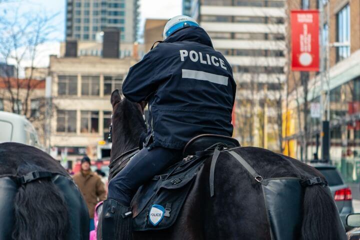 devenir policier cavalier